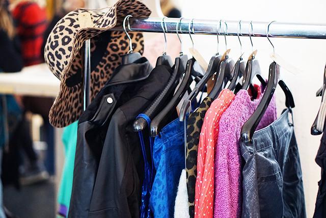 De nieuwste dameskleding bestel je online bij lidarwindtechnolog.ga O.a. jurken & truien. Gemakkelijk achteraf betalen. Niet goed, geld terug!